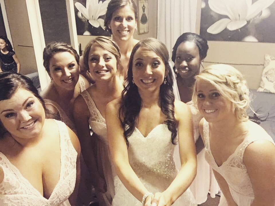 Bride and bridesmaids in Lord Hill Farms bridal suite